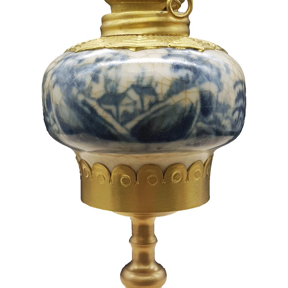 đèn dầu thờ men lam