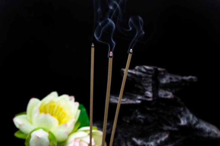 Mang trọn vẹn hương trầm thanh thoát, loại nhang không tăm mang đến trải nghiệm thư giãn hoàn toàn cho cả con người lẫn không gian